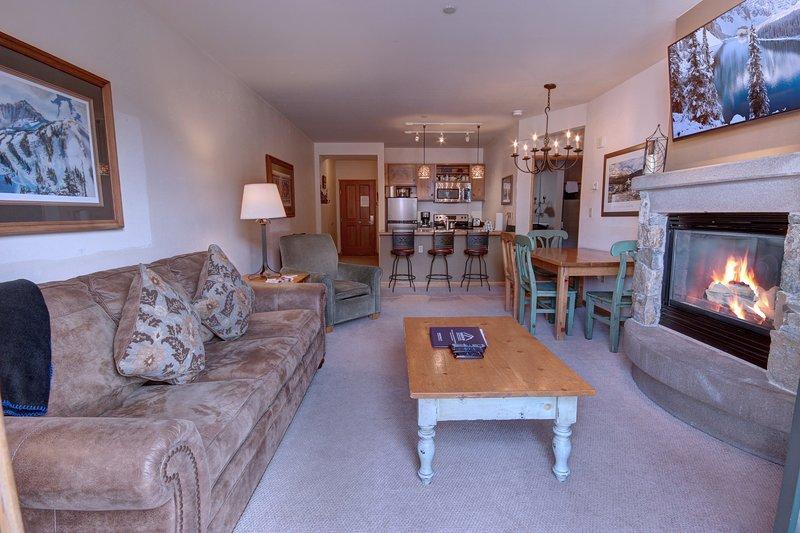 Genießen Sie diese Wohnung mit zwei Schlafzimmern in der Black Bear Lodge in der Nähe der Gondel.