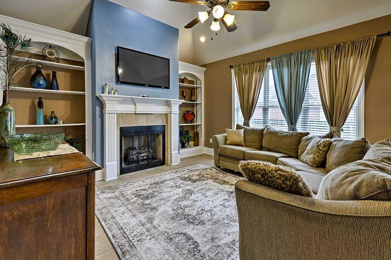 Lavish Cordova House w/Pool Table & Media Room!, holiday rental in Cordova
