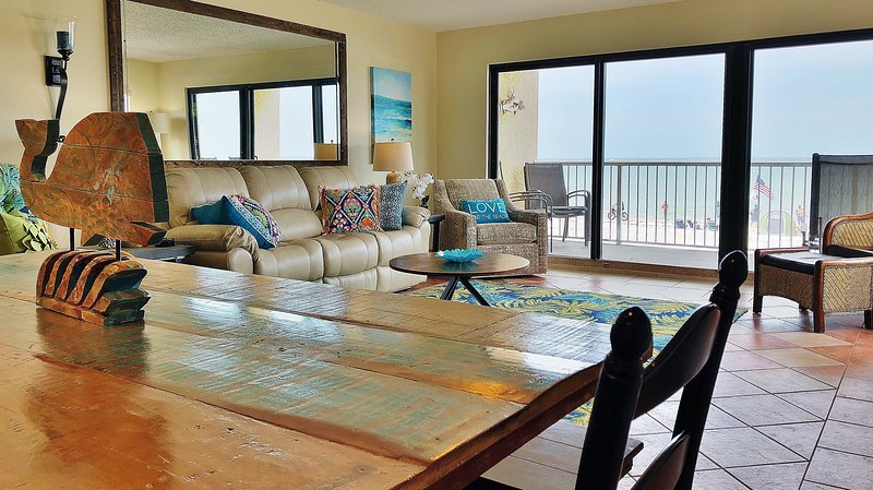 Living room with a relaxing ocean view