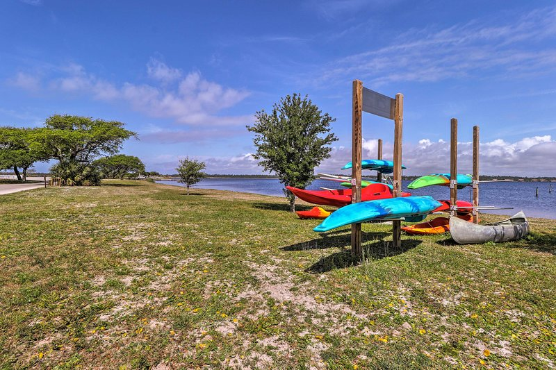 Location de bateaux, kayaks et engins de pêche sont faciles à trouver.