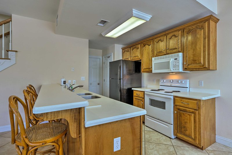 This kitchen comes fully equipped to handle all of your culinary needs.