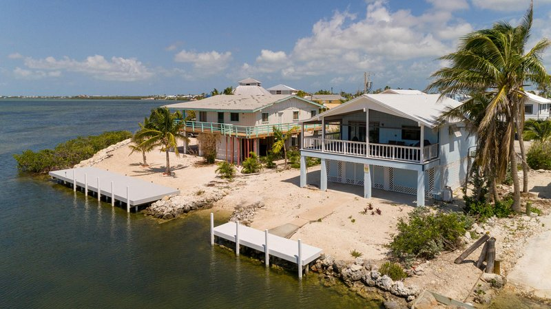 Home with Open Ocean,Spectacular Sunset views & Private Launch (28 day rentals), holiday rental in Cudjoe Key
