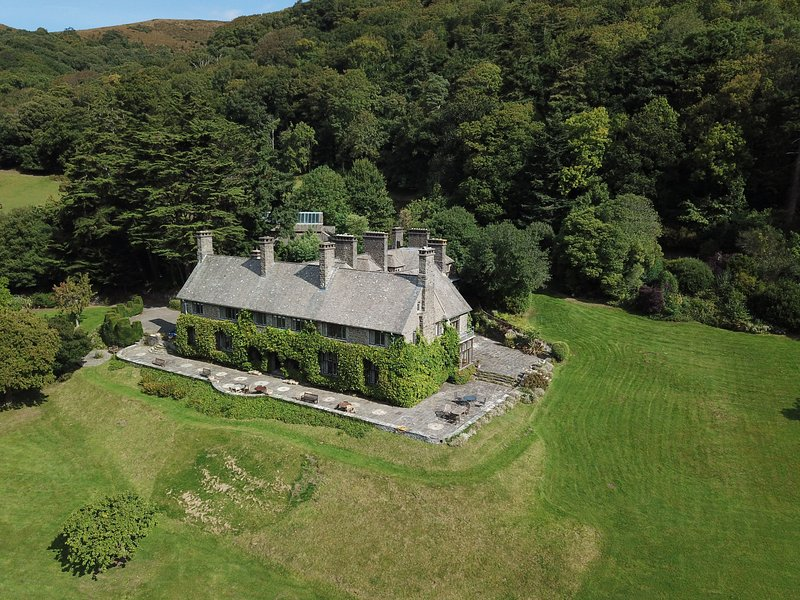 Somerset Country House, Porlock - Exclusive Country House Rental for up to 30 gu, vacation rental in Exmoor National Park