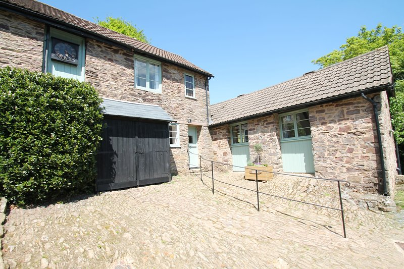 Grooms Cottage, Exford - Rural country cottage for up to 4 guests, vacation rental in Exmoor National Park