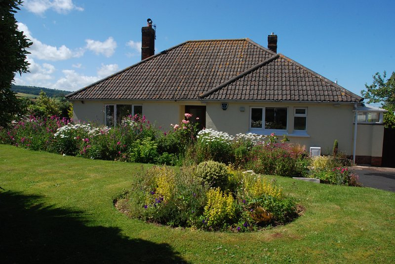 Meadow View, Blue Anchor - Stunning setting near Blue Anchor Bay, Somerset - sle, holiday rental in Roadwater