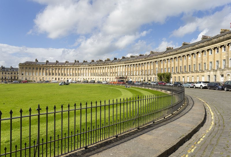The Royal Crescent Garden Apartment, vacation rental in Swineford