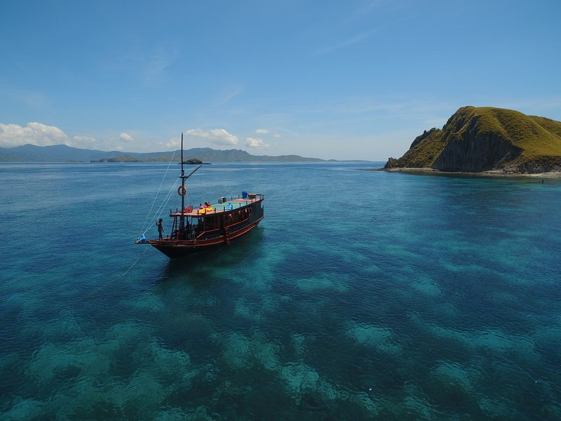 Rent Boat For Sailing Komodo, holiday rental in Badjo