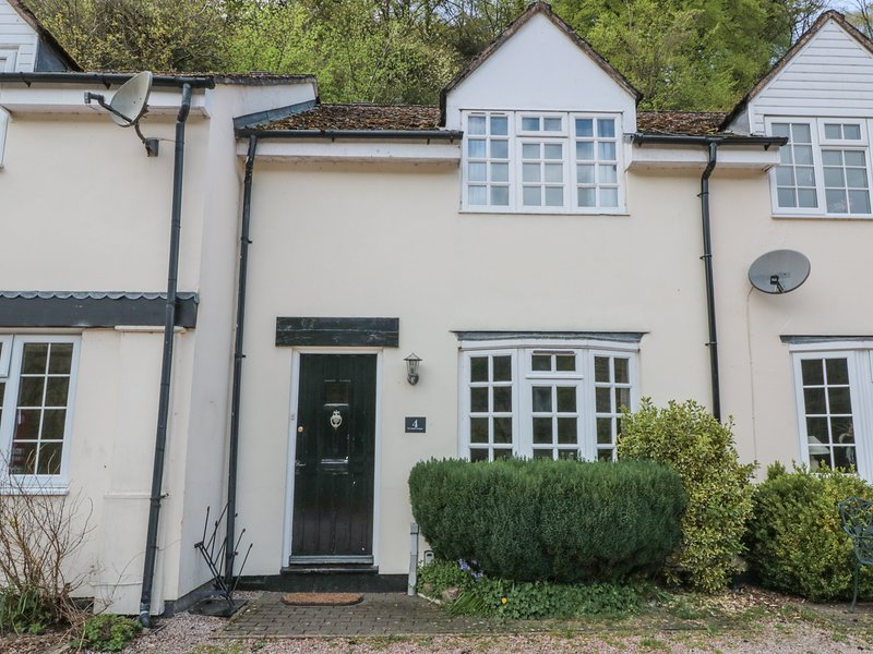4 WYE RAPIDS COTTAGES, pet-friendly, modern retreat, in Symonds Yat, Ref 972902, location de vacances à English Bicknor
