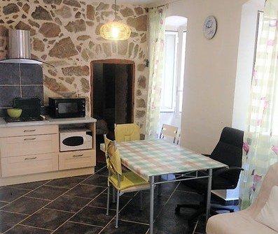 Nice house with terrace, location de vacances à Zilia