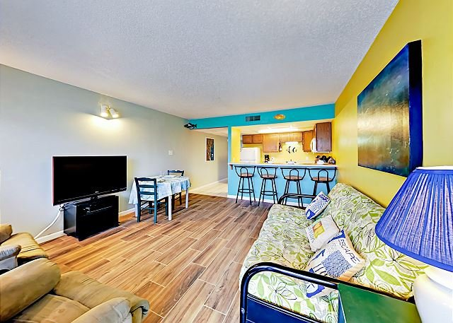 Colorful Port Aransas Condo - Walk to the Beach, location de vacances à Port Aransas