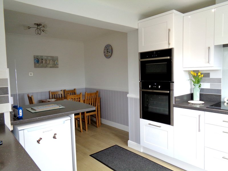 A 2018 new kitchen for a lovely house less than a 10 mins walk from the beach