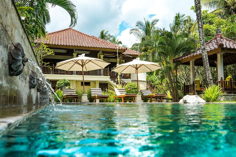 Bali's Finest Luxurious Villa Tunjung with Pool&Staff, 10 min from the Beach!, holiday rental in Pupuan