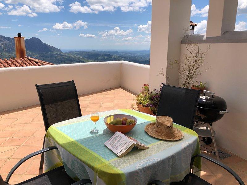 Los Pisos, une authentique maison de village, pleine de charme, superbe vue!, holiday rental in Benarraba