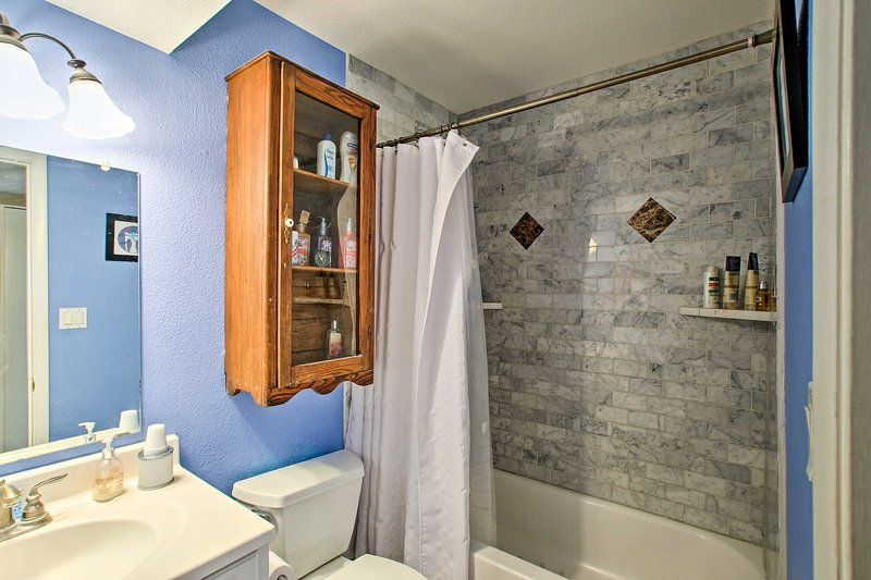 Rise and shine with a refreshing rinse in the shower/tub combo.