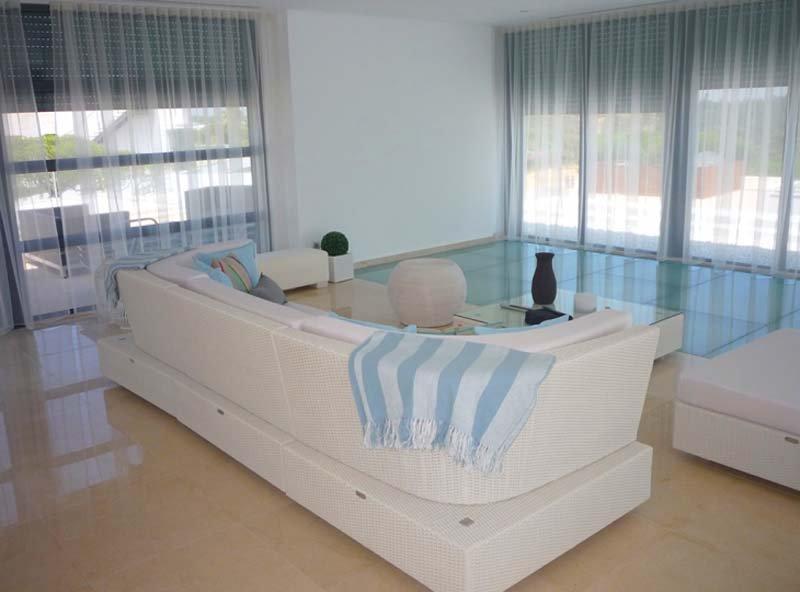 Vale do Garrao Villa Sleeps 8 with Pool Air Con and WiFi - 5607987, alquiler de vacaciones en Vale do Garrao