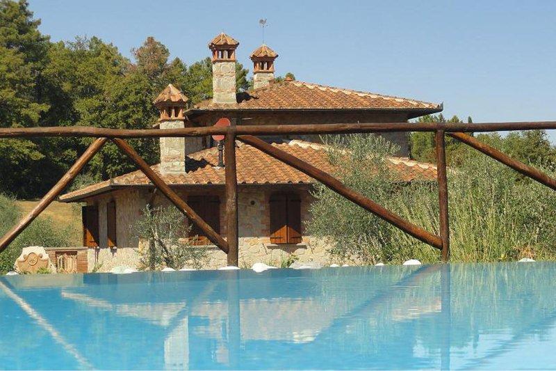 LA CASETTA NEL BOSCO, vacation rental in Amorosa