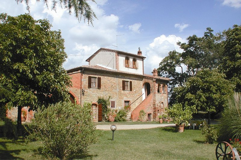 Marciano della Chiana Villa Sleeps 14 with Pool and Air Con - 5490347, vacation rental in Cesa