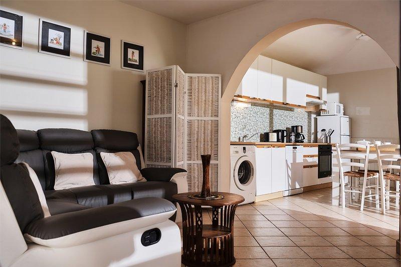 sala de estar e cozinha latanier verde