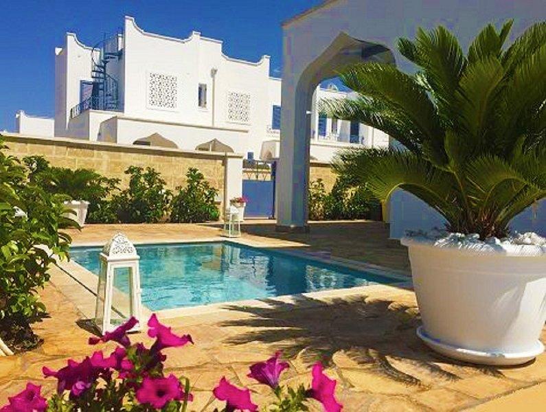 Villa Teresa Casa Vacanza elegante con mini piscina idromassaggio - cromoterapia, holiday rental in Torre Lapillo