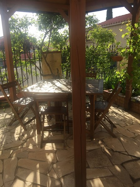 Spacious house with garden & Wifi, vacation rental in Millas