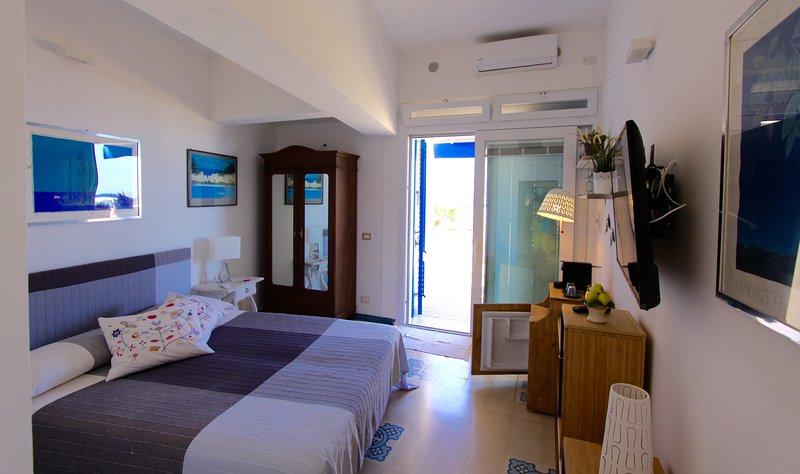Casa Vacanze 'Raggio di Luna' di La Luna e Il Gatto a Favignana, holiday rental in Isola di Favignana