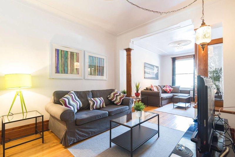 1850 pies cuadrados (170m2) de 2 plantas + patio + terraza + garaje