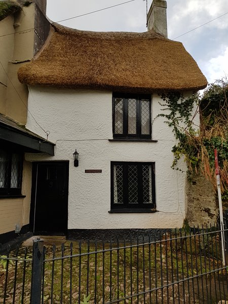 Character Thatched  2 Bedroom  Holiday Cottage in Paighton, Devon, Ferienwohnung in Paignton