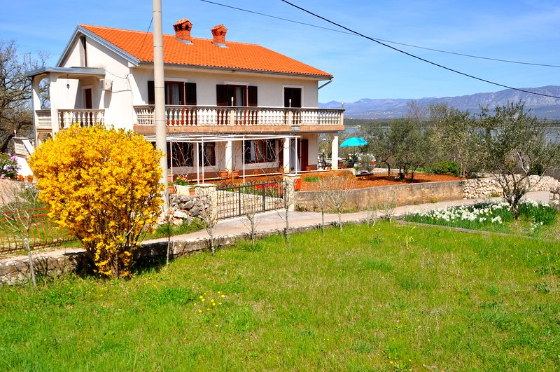 Holiday Apartment Near The Beach, With A Seaview, BBQ, AC, vacation rental in Klimno