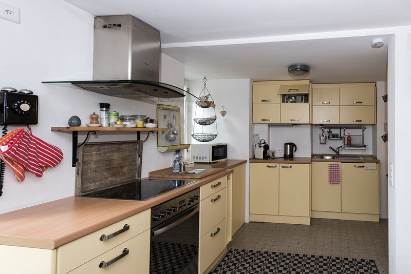Kök med mikrovågsugn och kaffebryggare