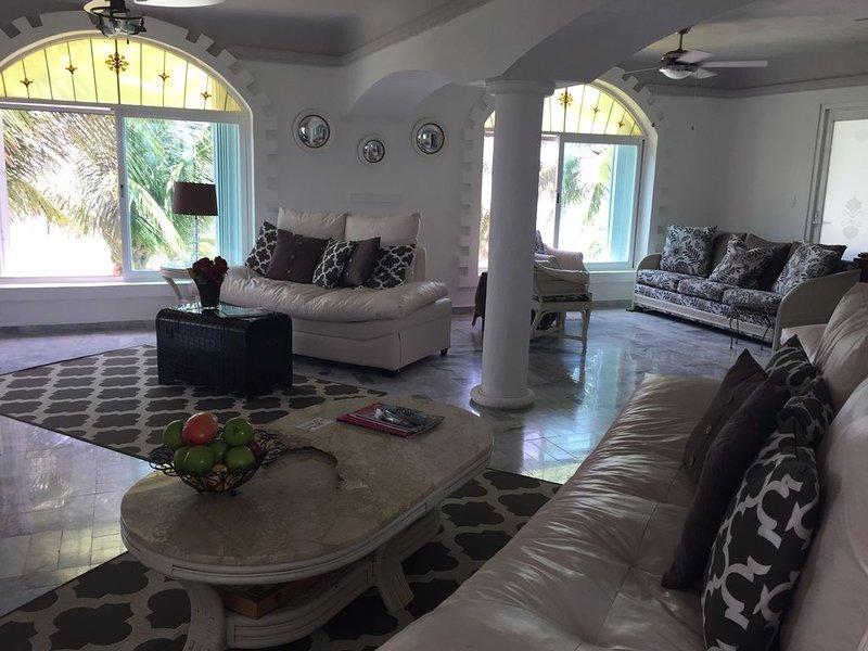 Huge living room overlooking infinite pool and sea