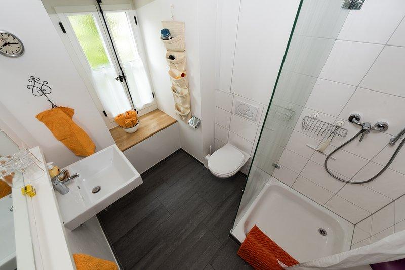 med dusch och toalett
