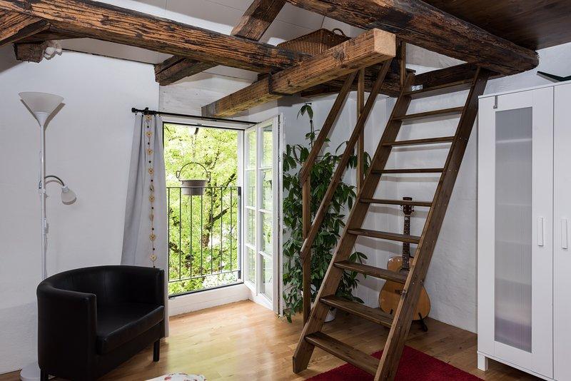 Den franska. Balkong och trappor till fjärde våningen