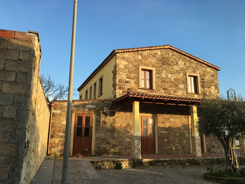 Welcome to Casa Sanna, in the middle of Mogorella, a tiny mountain village in the Oristano area.