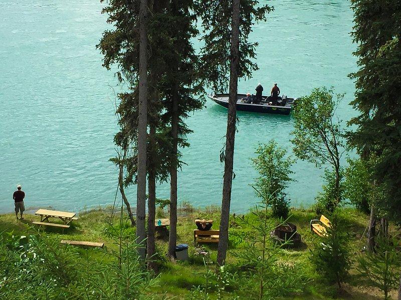 Prestine Private Kenai River Front Property With An Eagle's Nest 360 Degree View, aluguéis de temporada em Sterling