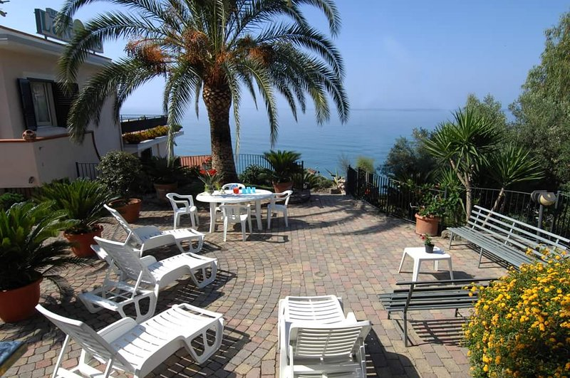 Nice apt with sea view & terrace, vacation rental in Vibonati