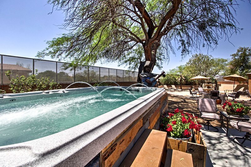 Tucson Casita with Courtyard, Hot Tub & Fire Pits!, holiday rental in Tucson