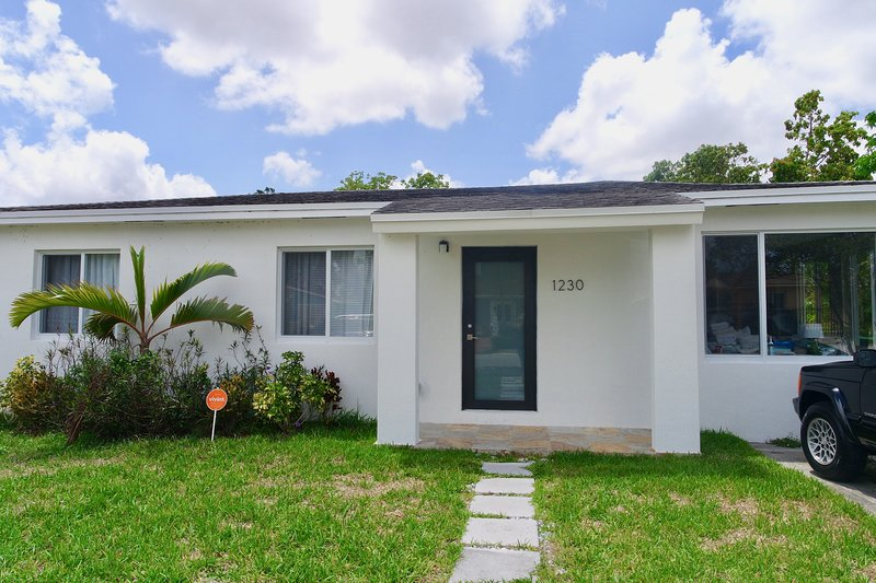 NEW! Pet friendly Remodeled 2 bedroom Vacation Home, vacation rental in University Park