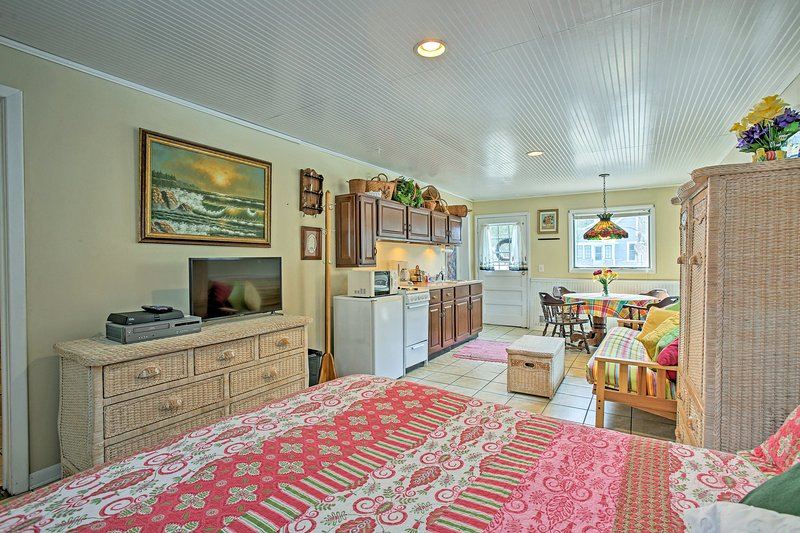 Inside, you'll find all of the amenities of home plus room for 4 guests!