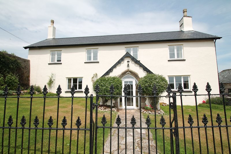 Upcott Farm House, Winsford - Large farmhouse, sleeping up to 15 guests in rural, holiday rental in Wheddon Cross