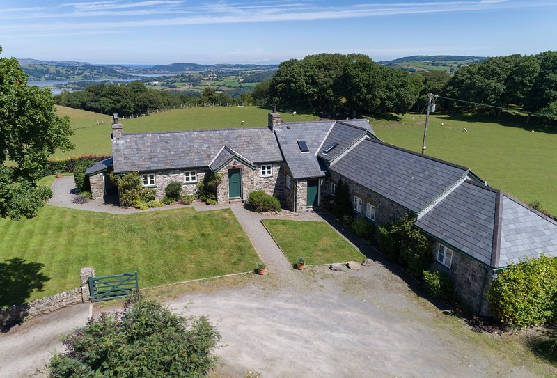 Ty Newydd, holiday rental in Rowen