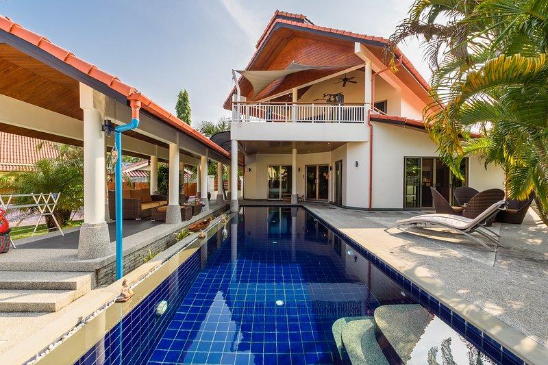 Amber Pool Villa, holiday rental in Nai Harn
