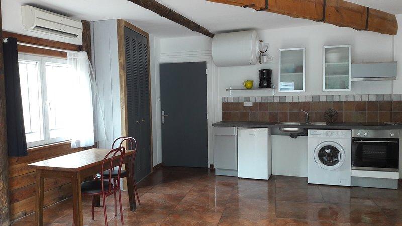 Grand studio rez-de-chaussée proche des Cures, location de vacances à Lamalou-les-Bains
