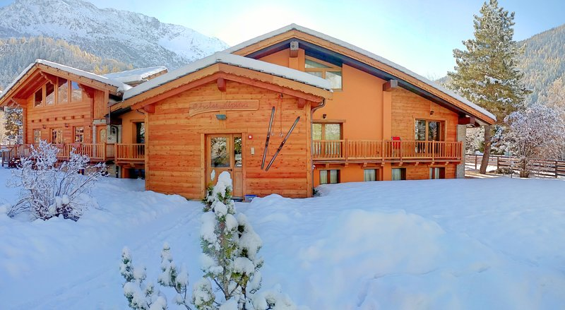 Luxury apartments in wonderful Alpine Chalet, holiday rental in Verrand