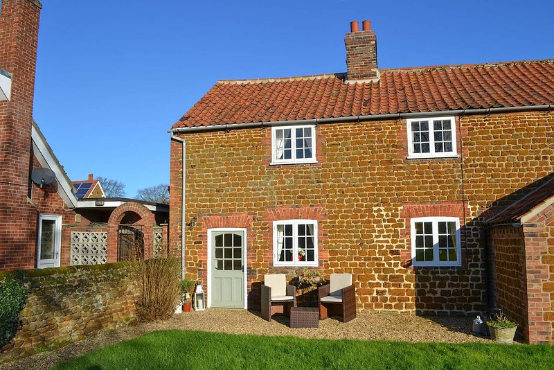 Lambert Cottage, holiday rental in Dersingham