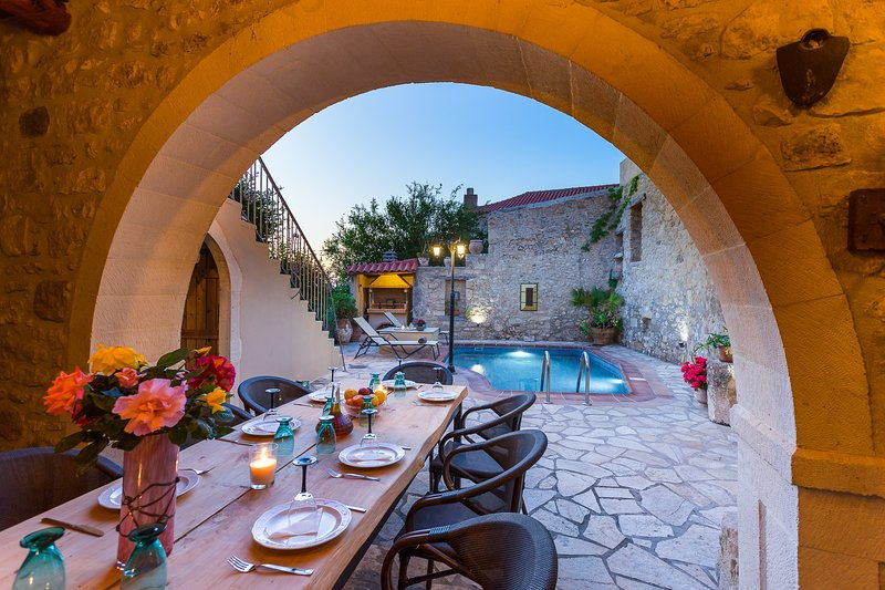 Casa Sanguinazzo, a piece of history! Total privacy, close to beautiful beaches!, holiday rental in Meronas