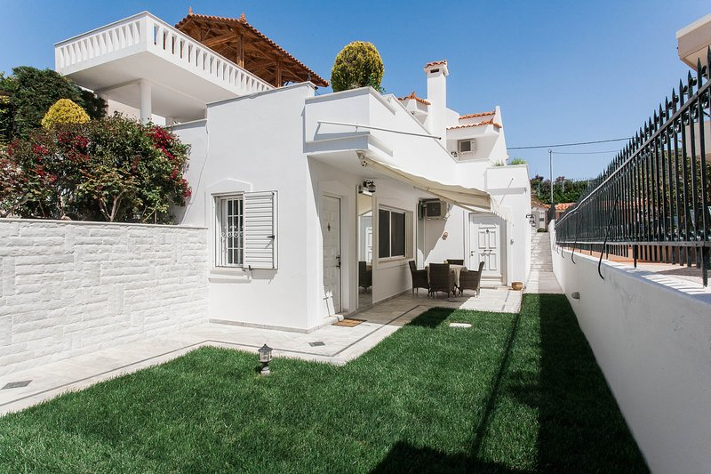 Summer Home with Garden & Sea View, next to beach, holiday rental in Palaia Fokaia