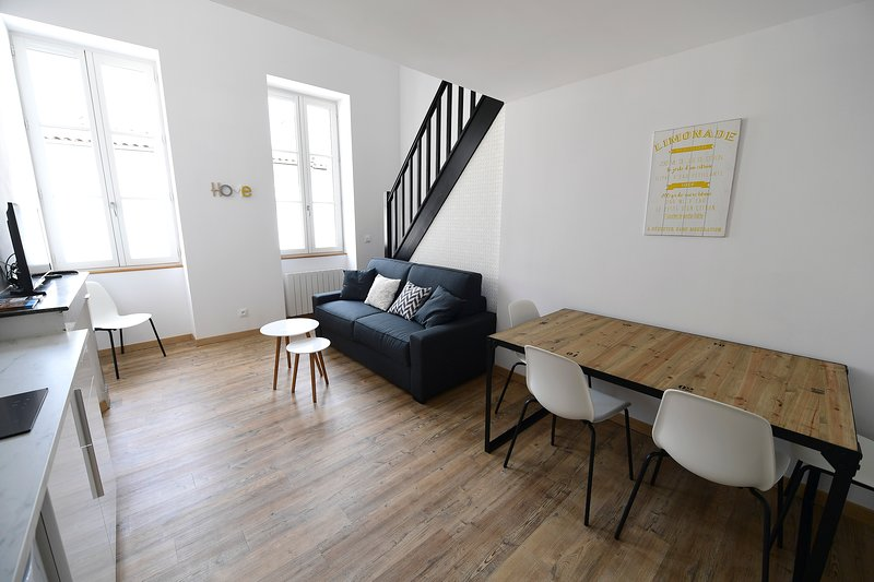 ★ DUPLEX ★ PARKING (optional) ★ DESIGN ★ SWEETHOMEBORDEAUX, holiday rental in Begles
