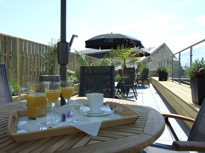 Standard Balcony Apartment - Liberty Wharf Apartments, casa vacanza a Jersey