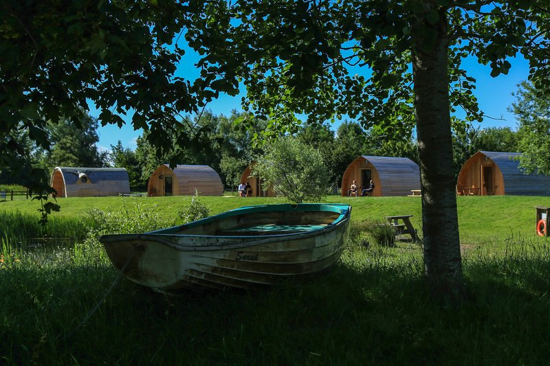 Cosy glamping pod great for a family get away close to Cheddar Caves (Blueberry), location de vacances à Highbridge
