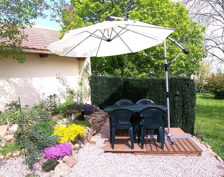 Nice house with garden & terrace, holiday rental in Virlet